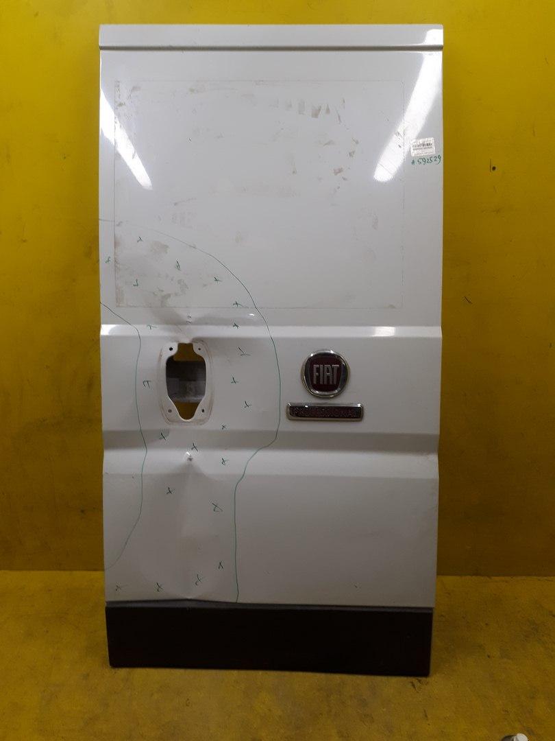 Дверь багажника задняя пра�