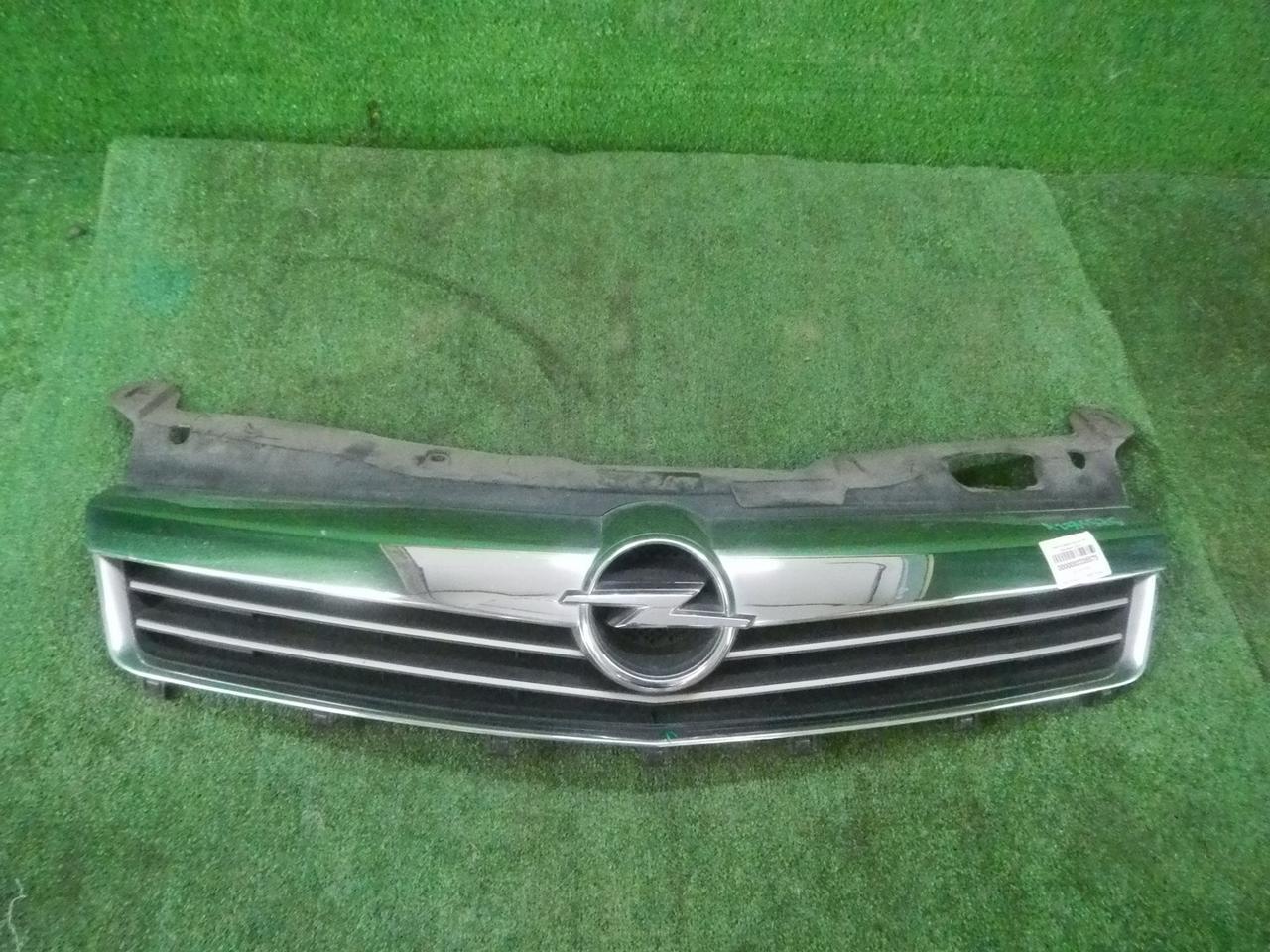 Решетка радиатора Opel Astra H (20