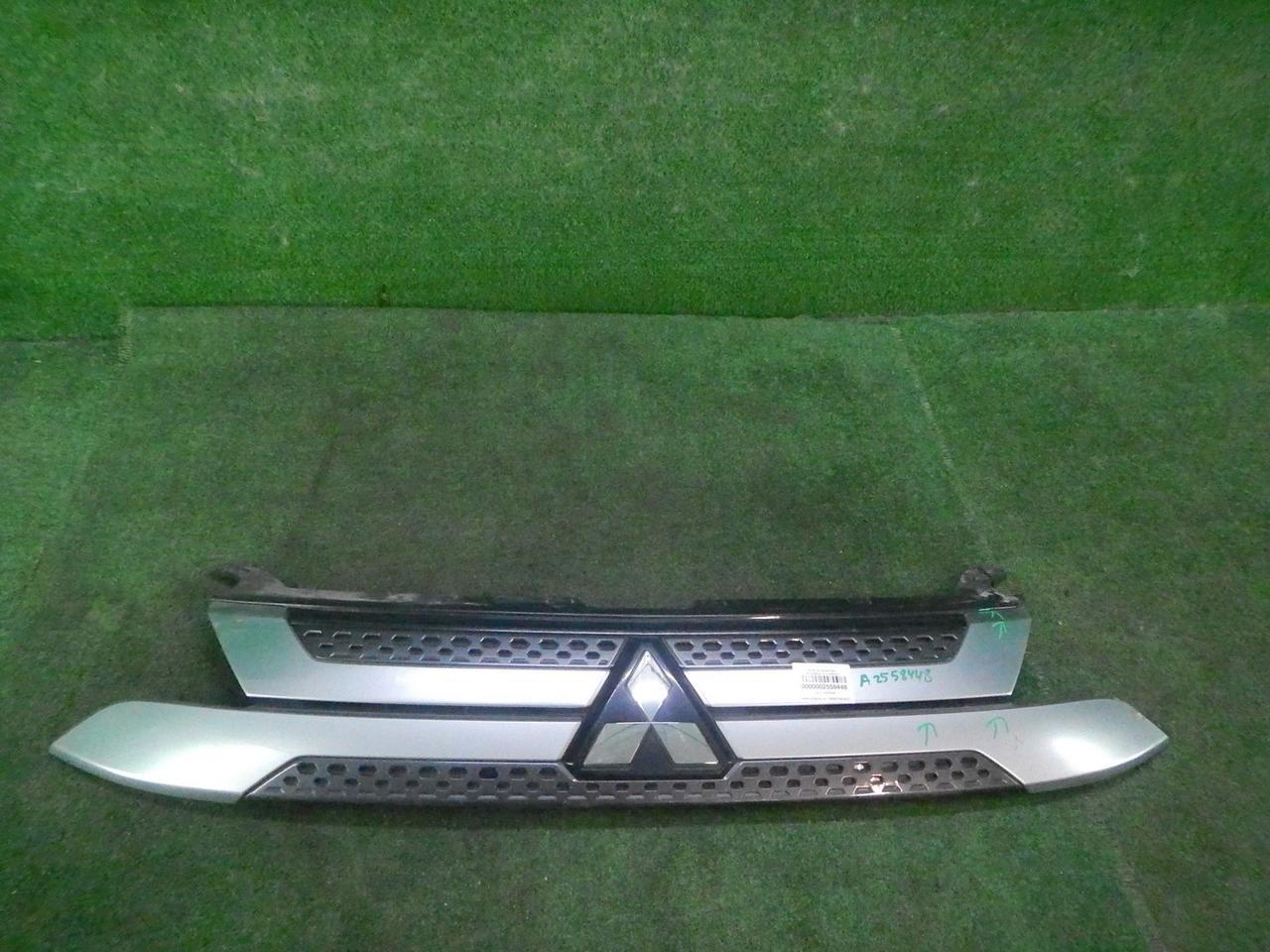 Решетка радиатора Mitsubishi Outla