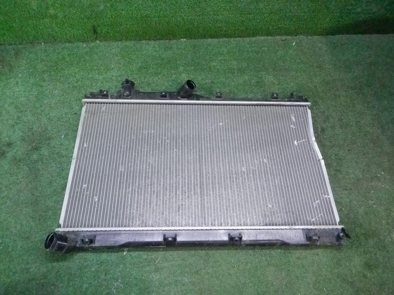 Радиатор охлаждения Subaru Fores